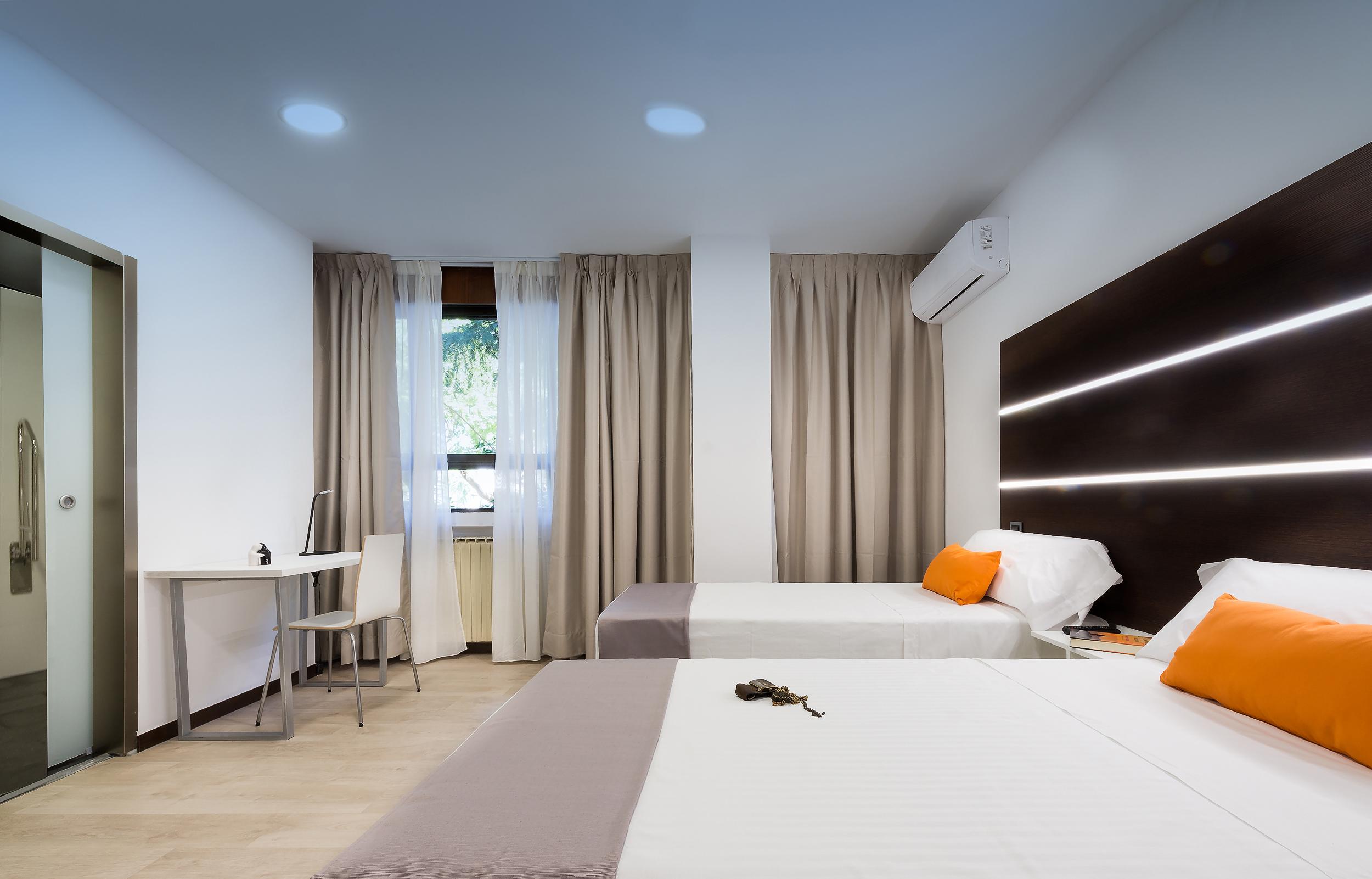 HOSTAL habitación doble1 sin balcon.(minusválidos)