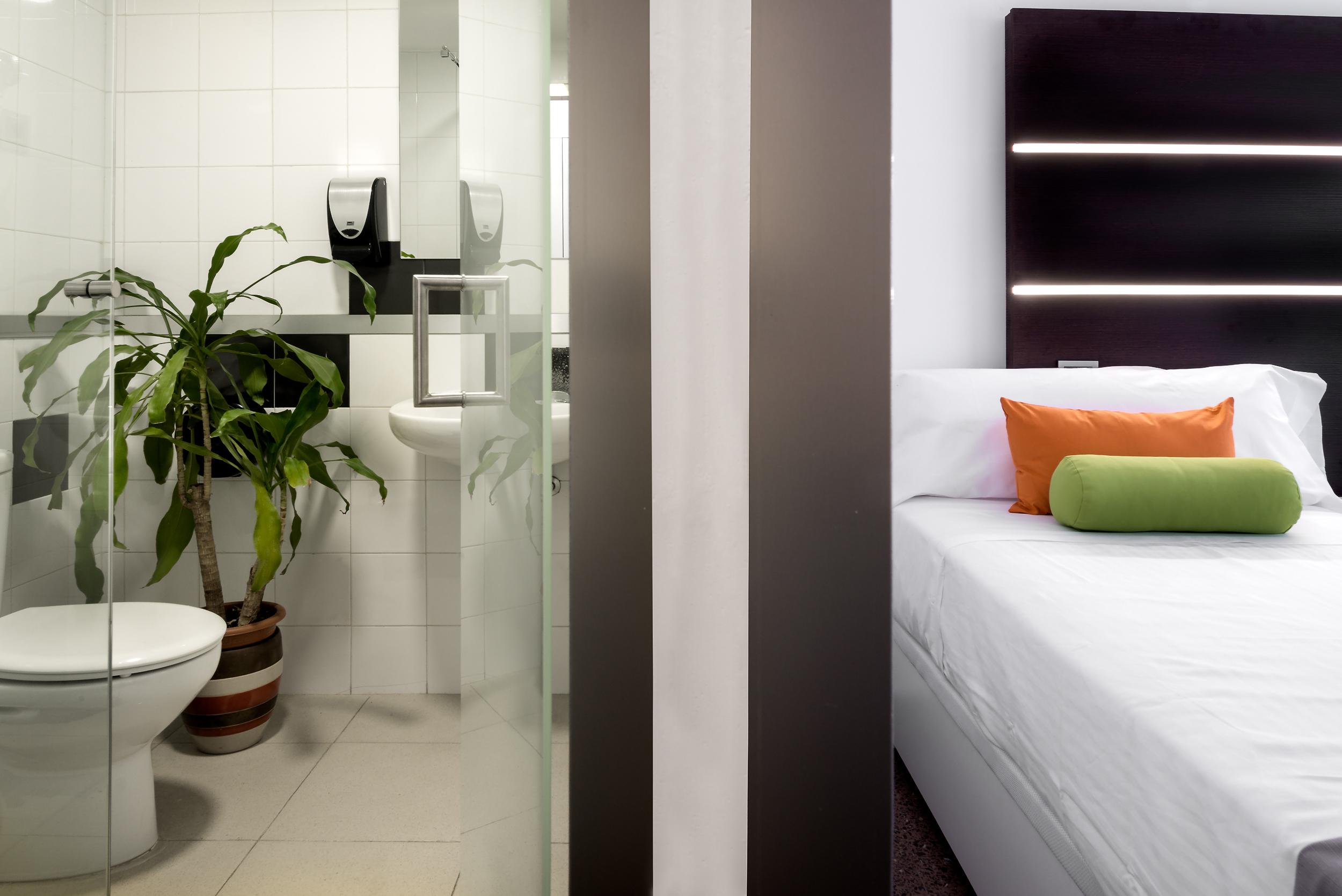 HOSTAL habitacion doble con balcon