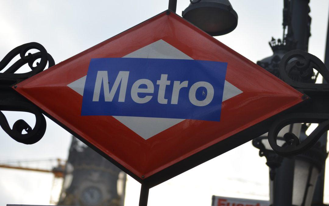 Cómo ir desde el aeropuerto a Roisa en metro.