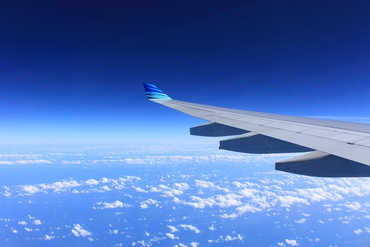 volando en el primer vuelo